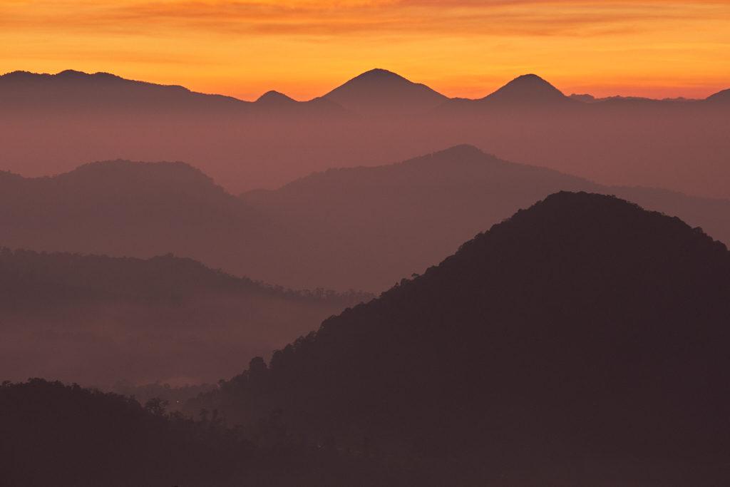 Keindahan Sunrise di Atas Kawah Putih Ciwidey